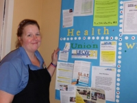 volunteer-jodi-jones-shows-off-her-livewell-health-board